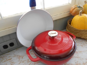 Christmas presents: a red Dutch oven & blue ceramic-covered skillet